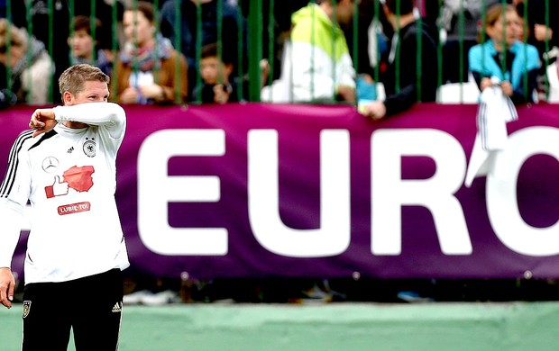 Bastian Schweinsteiger no treino da Alemanha na Euro (Foto: Reuters)