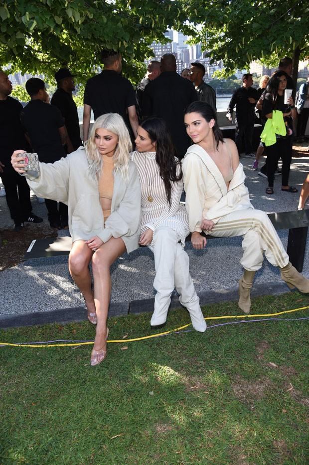 Kylie, Kim e Kendal só na selfie (Foto: Gettty Images)