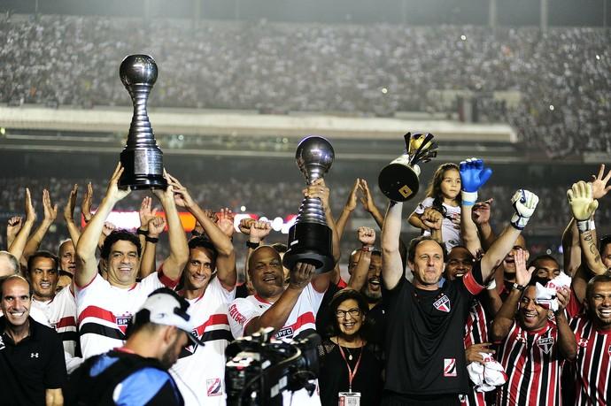 Rogério Ceni São Paulo taças (Foto: Marcos Ribolli)