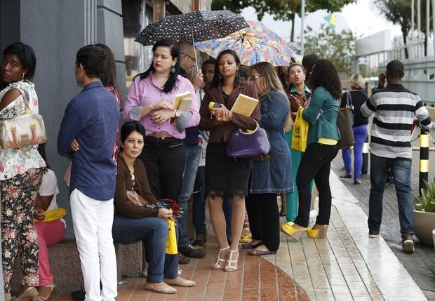 Fãs da Andressa, Beth Dias e Marília Martins na fila (Foto: Marcos Serra Lima / Ego)