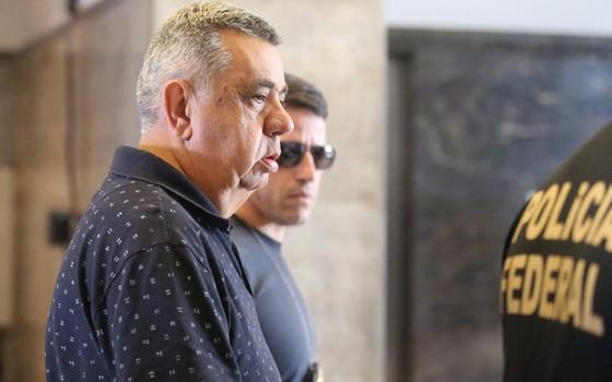 Jorge Picciani, presidente da Alerj, é levado a depor por policiais da Operação Cadeia Velha (Foto: Fabiano Rocha/ Agência O Globo)