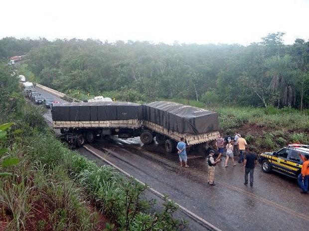 Acidente ocorreu na BR-070, próximo à cidade de Barra do Garças. (Foto: Divulgação PRF)