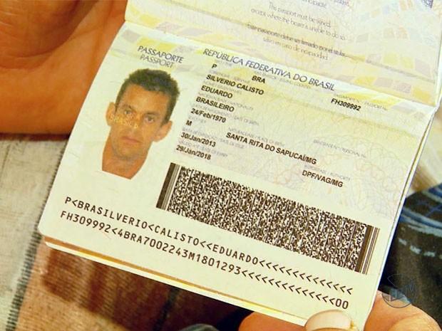 Eduardo com o passaporte em mãos: tristeza por não ter conseguido o visto para os EUA (Foto: Reprodução EPTV)