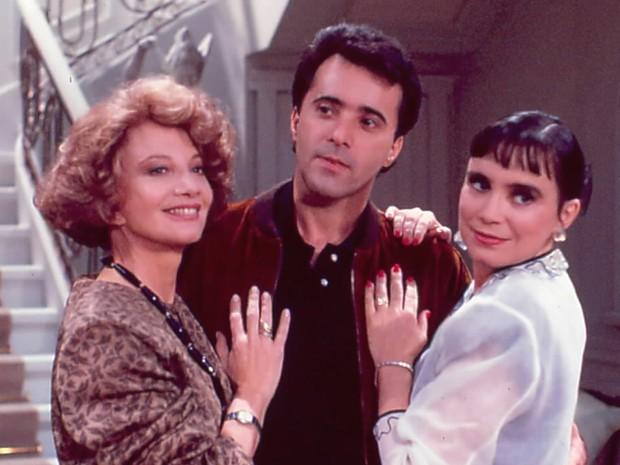 Laurinha (Glória Menezes), Edu (Tony Ramos) e Maria do Carmo (Regina Durate)