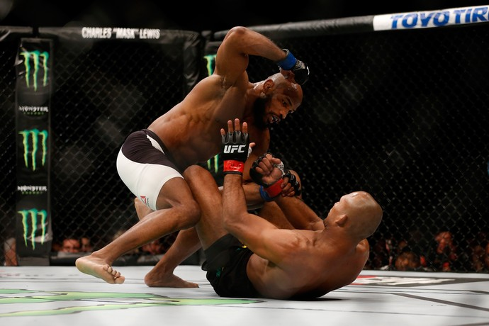 Ronaldo Jacaré e Romero UFC 194 (Foto: Getty Images)
