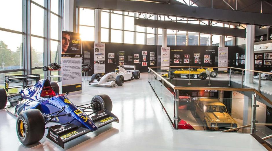 Exposição em homenagem a Ayrton Senna funciona até outubro (Foto: Divulgação)