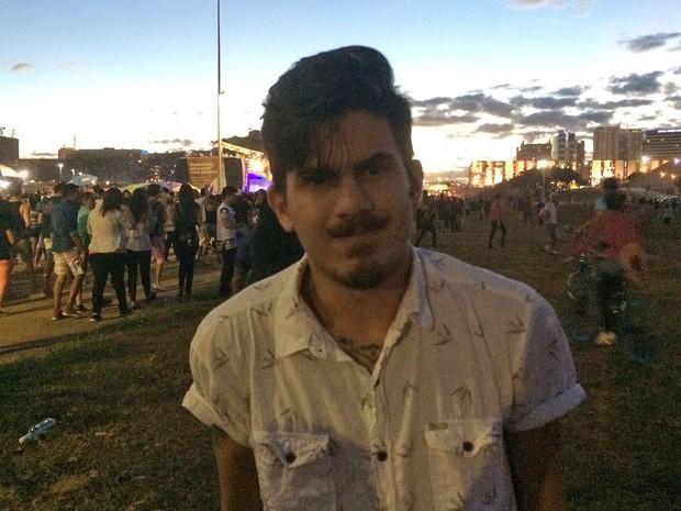 O estudante de direito Bruno Cavalcanti de Carvalho, que participou da 19ª Parada do Orgulho LGBT em Brasília neste domingo (26) (Foto: Mateus Vidigal/G1)