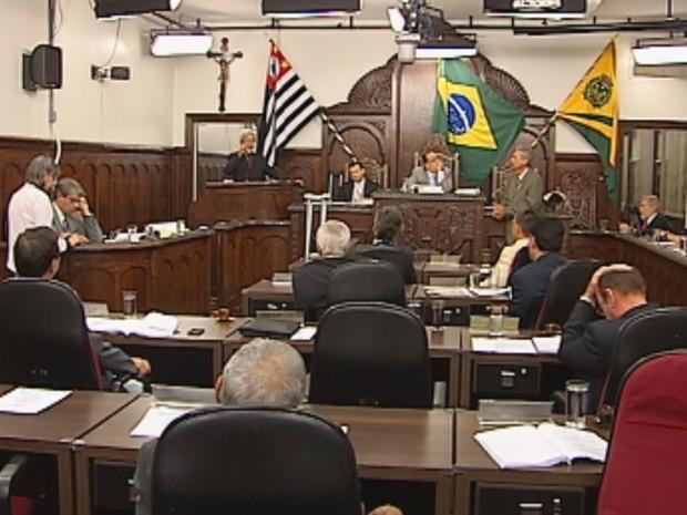 Sessão durou mais de 12 horas na quarta-feira (Foto: Reprodução/TV TEM)