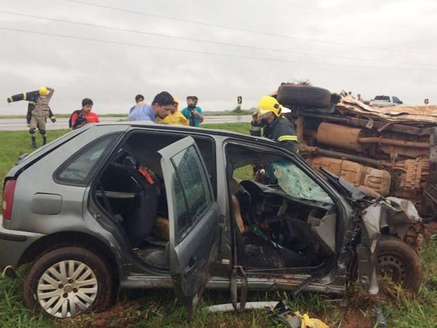 Motorista, que era fiscal do Indea em Mato Grosso, e a mulher dele, morreram no acidente (Foto: Claudemir de Oliveira / Mutum Notícias)