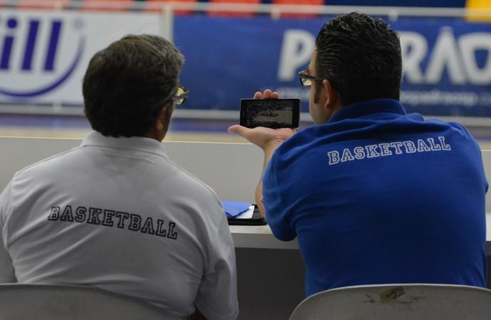 Paco e Ewerton celular (Foto: Bruno Rocha)