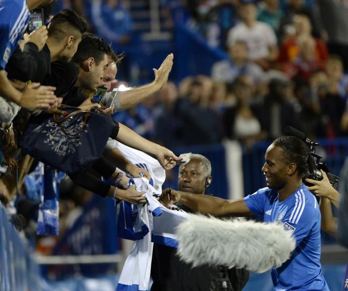 Drogba apresentado à torcida do Montreal Impact (Foto: Agência Reuters)