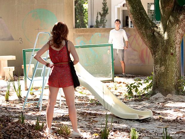 Anita segue as pistas e encontra Ben (Foto: Malhação / TV Globo)