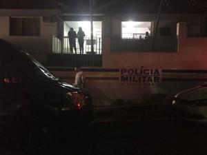 Van de banda assaltada em Pitangui  (Foto: Andrea Nunes/Arquivo pessoal)