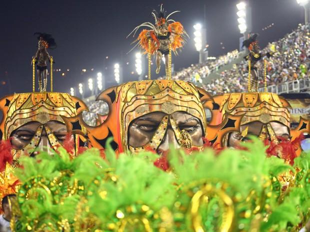 Com 4 alegorias, Império da Tijuca homenageou as mulheres negras (Foto: Rodrigo Gorosito/G1)