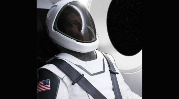Elon Musk apresentou traje espacial no Instagram (Foto: Reprodução Instagram)