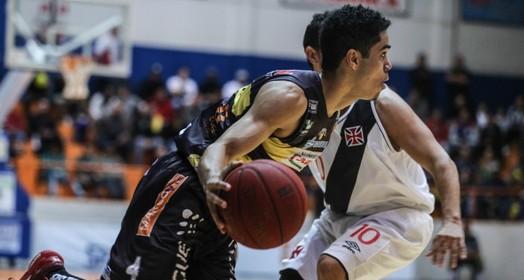 na frente (Luiz Pires/LNB)