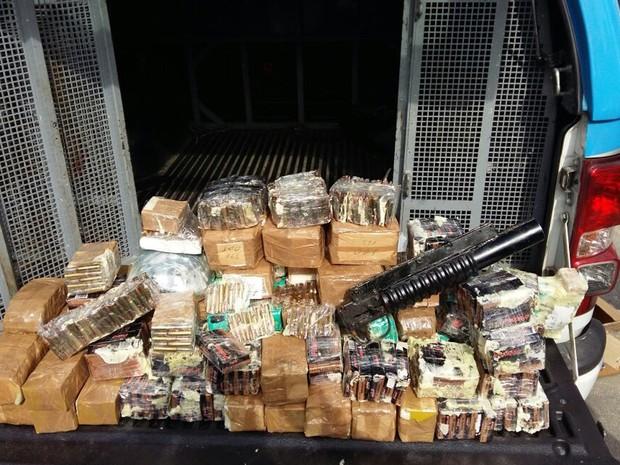PM apreendeu 9,3 mil cartulhos de armas de calibre variados no Morro do Dendê, na Ilha do Governador (Foto: Divulgação/ Polícia Militar)
