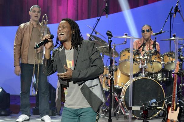 A banda Cidade Negra toca em ritmo reggae músicas do Sítio do Picapau Amarelo (Foto: Raphael Dias/Globo)