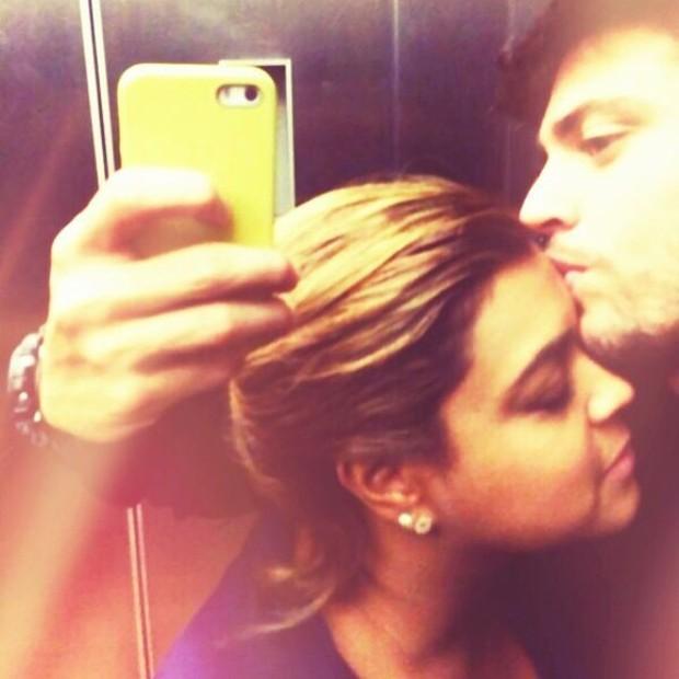 O casal tirou selfies e postou em seus perfis no Instagram (Foto: Reprodução/Instagram)