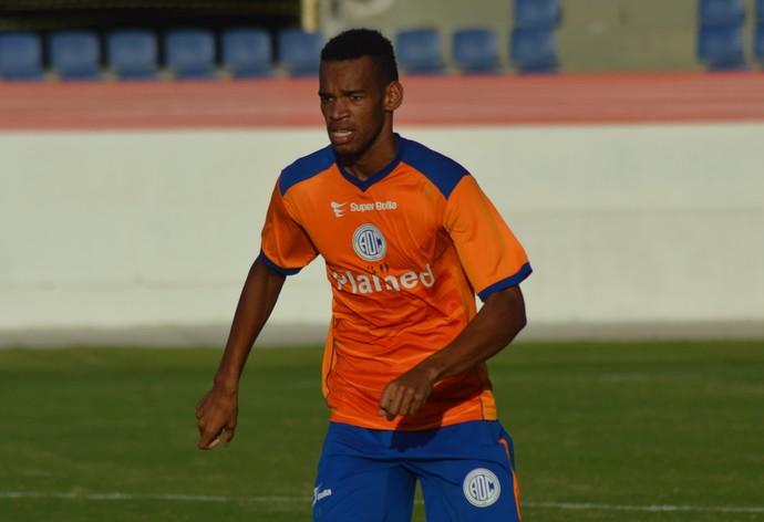 Anderson, volante do Confiança (Foto: Felipe Martins/GloboEsporte.com)