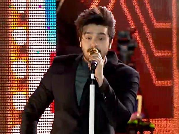 O cantor Luan Santana durante show no Maior São João do Cerrado, no DF (Foto: TV Globo/Reprodução)