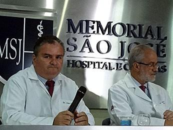 Coletiva com médicos que estão atendendo a Reginaldo Rossi (Foto: Débora Soares / G1)