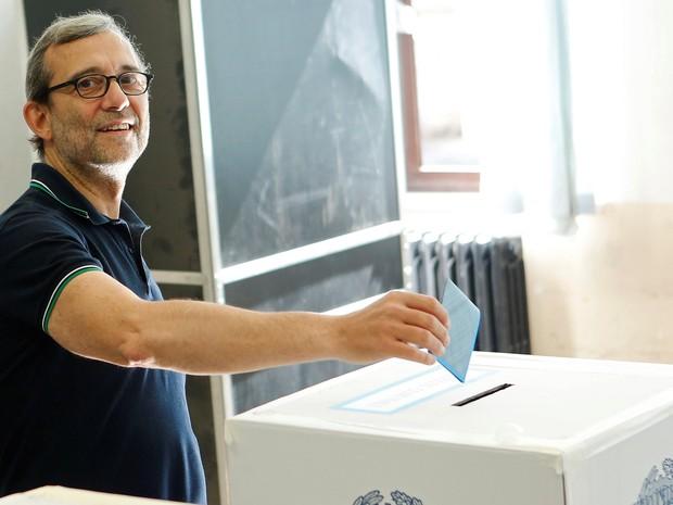 Roberto  Giachetti, candidato do Partido Democrático para a prefeitura de Roma, vota neste domingo (19)  (Foto: Reuters/Remo Casilli)