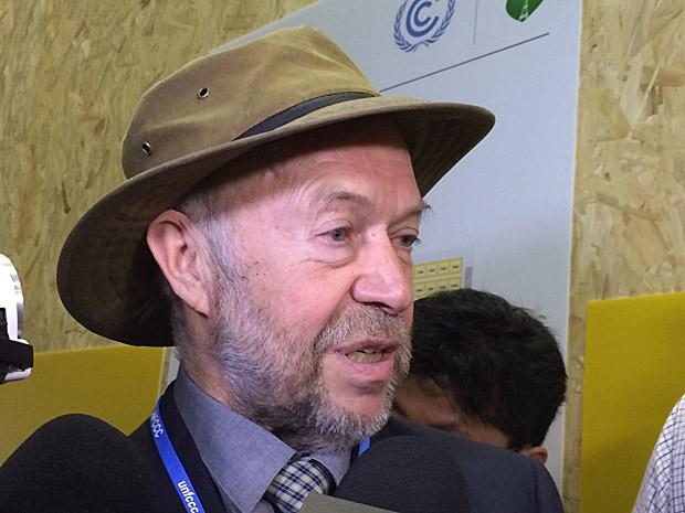James Hansen, talvez o climatologista mais conhecido do mundo, fala a jornalistas durante a Cúpula do Clima em Paris (Foto: Rafael Garcia/G1)