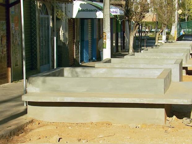 Obra da calçadão está paralisada em Lambari (Foto: Reprodução EPTV)