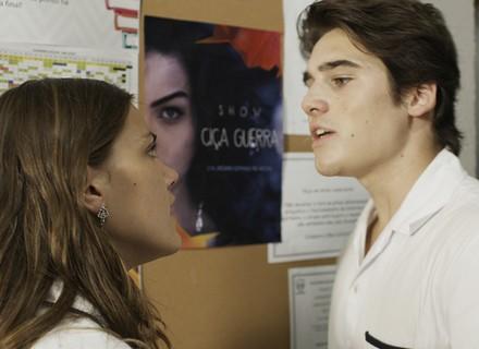 Rodrigo conversa com Alina e faz revelações sobre o término