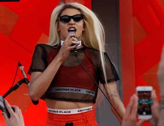 Pablo Vittar usou um modelito semelhante aos que Lady Gaga veste e fez bonito em sua estreia no Rock in Rio  (Foto: AG. News)