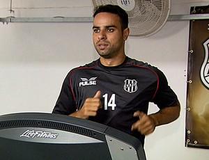 Zagueiro Gustavo em treino da Ponte Preta (Foto: Reprodução EPTV)