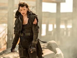 Milla Jovovich em cena de 'Resident Evil 6: O capítulo final', que estreia no Brasil em janeiro de 2017 (Foto: Divulgação)