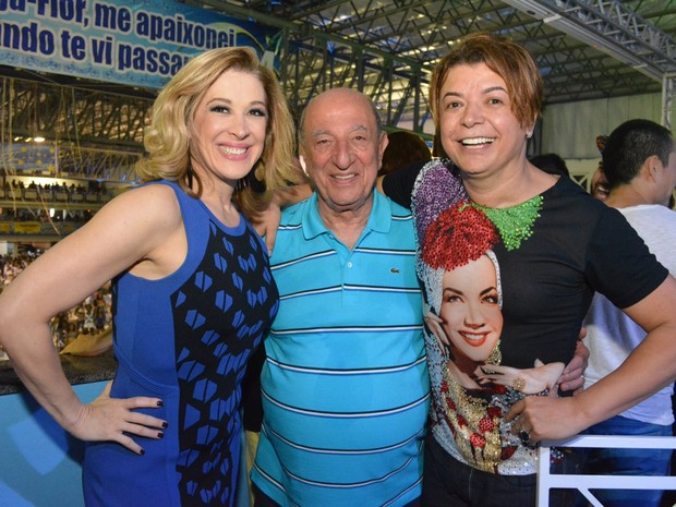 Claudia Raia, Anízio Abraão e David Brazil na quadra da Beija-Flor em Nilópolis, Zona Metropolitana do Rio (Foto: Rodrigo Mesquita / Divulgação)