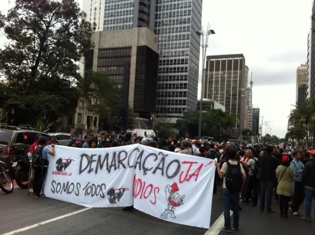 Índios cobram demarcação de terra na capital paulista. (Foto: Lívia Machado/G1)