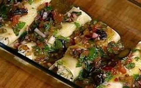 Canelone de ricota com tomate, azeitonas e manjericão