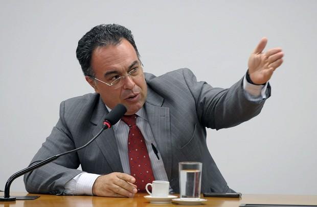 Lava Jato confisca R$ 1 milhão de ex-deputado do PT, irmão e publicitário