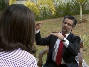 Especialista André Ortiz dá orientações sobre negociação salarial (Foto: Márcio de Campos / EPTV)