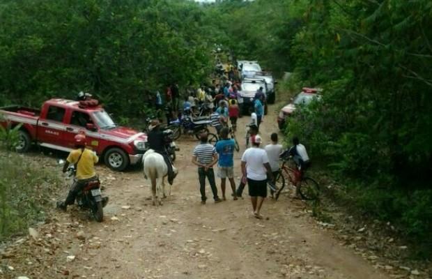 Homem e enteada são encontrados mortos e amarrados a árvore em Pirenópolis, Goiás (Foto: Eduardo Henrique Mota/Ag.Mais)