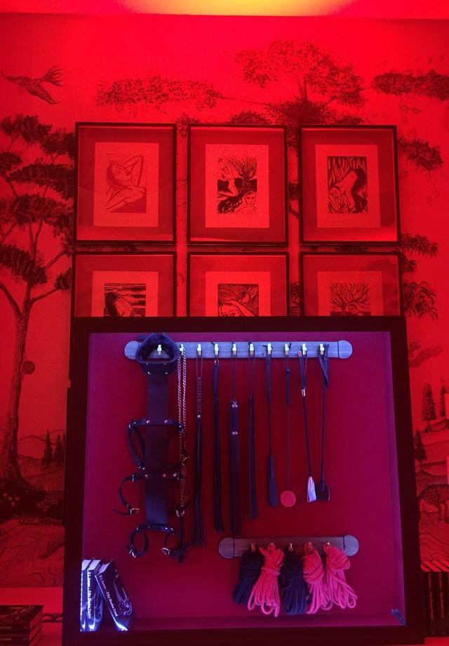 """O """"material"""" usado por Grey no quarto vermelho (Foto: Andrea D'Andrea)"""