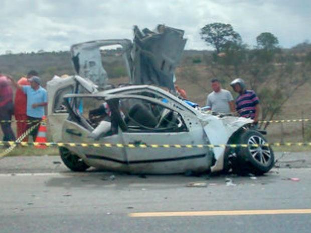 Acidente ocorreu na BR-116, em Poções (Foto: Adelson Meira/ Portal Poções)
