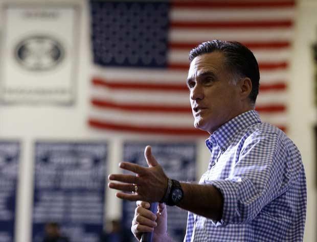 O republicano Mitt Romney durante evento para arrecadar fundos para as vítimas de Sandy, nesta terça-feira (30), em Kettering, Ohio (Foto: AP)