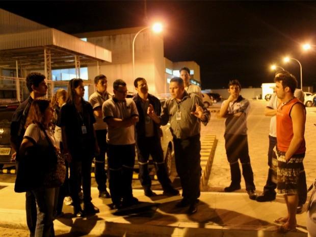 Aeroportuários recebem orientações e esclarecimentos sobre a greve, em Manaus (Foto: Marcos Dantas/G1 AM)