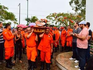 Enterro de bombeiro militar em Feira de Santana (Foto: Ed Santos/Acorda Cidade)