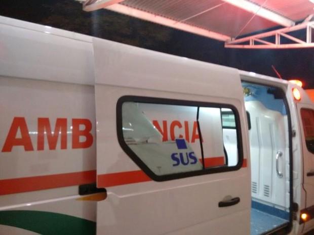 Ambulância foi apedrejada em rodovia de Sorocaba (Foto: Polícia Rodoviária/ Divulgação)