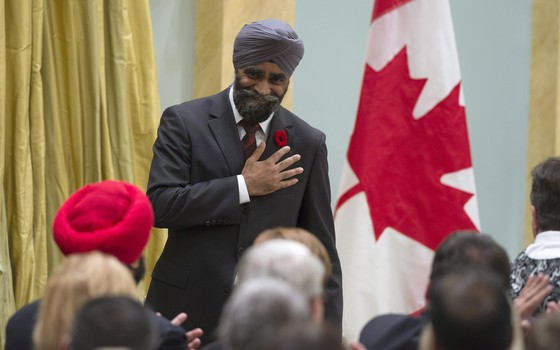 O novo ministro da Defesa do Canadá,  Harjit Singh Sajjan (Foto: Justin Tang/The Canadian Press via AP)
