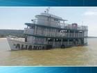 Capitania dos Portos realiza perícia em embarcação que adernou em rio