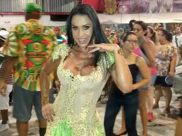 Gracyanne Barbosa em ensaio na quadra da X9 Paulistana em São Paulo (Foto: Divulgação)