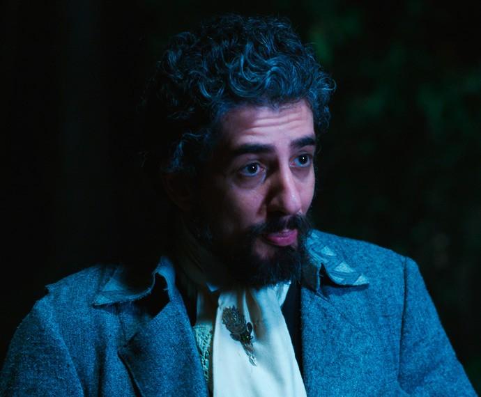 O cocheiro confessa ao Mestre que interferiu na vida dos humanos outra vez (Foto: TV Globo)