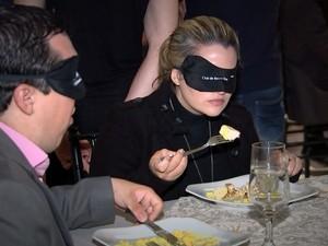 Convidados entenderam como é ser um deficiente visual por um dia (Foto: Reprodução / TV TEM)